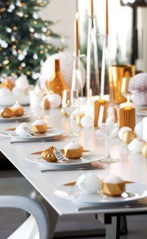 des-bougies-dorees-en-chemin-de-table_5451481