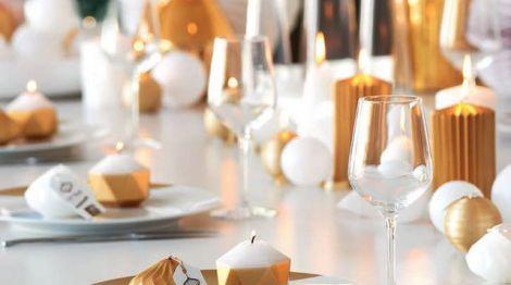 des-bougies-effet-joyaux-pour-une-table-de-fete-etincelante_5427141