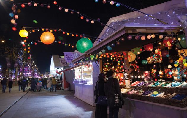 Marché-de-Noël-Avenue-des-Champs-Elysées-nuit-1-|-850x540-|-©-OTCP-Amélie-Dupont-|-187-43_block_media_very_big.jpg